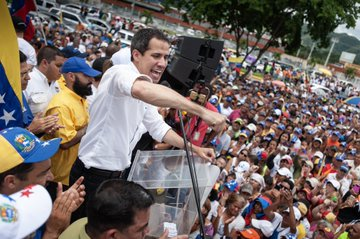 """""""Sí se puede"""", es la consigna con la que se expresaron las personas que acompañan al líder"""