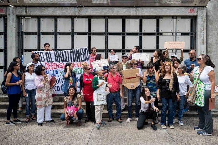Protesta en embajada de Brasil en Caracas