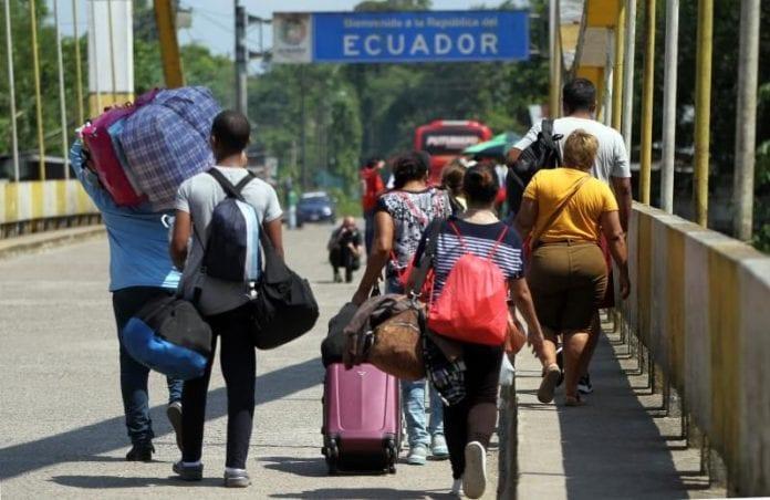 Hoy - Colombia - Página 12 Colombia-pide-a-Ecuador-y-Per%C3%BA-corredor-humanitario-para-venezolanos-696x452