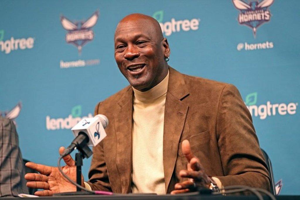 Michael Jordan venderá parte de Hornets a 2 inversores