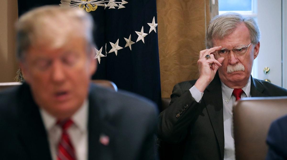 Trump despide a John Bolton por tener
