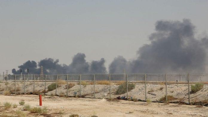 oleadas-de-humo-de-una-instalacion-petrolera-de-aramco-en-abqaiq-33315