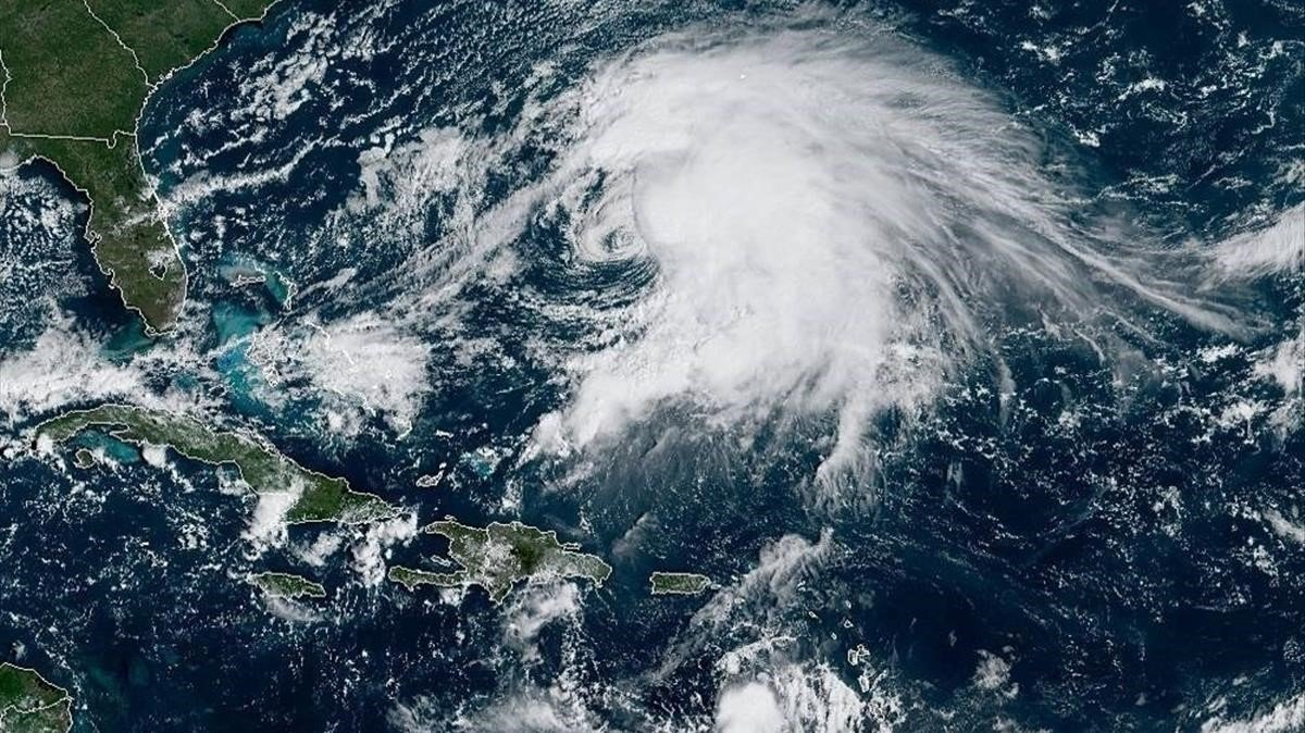 Tormenta Karen avanza por el Caribe y afecta a Venezuela