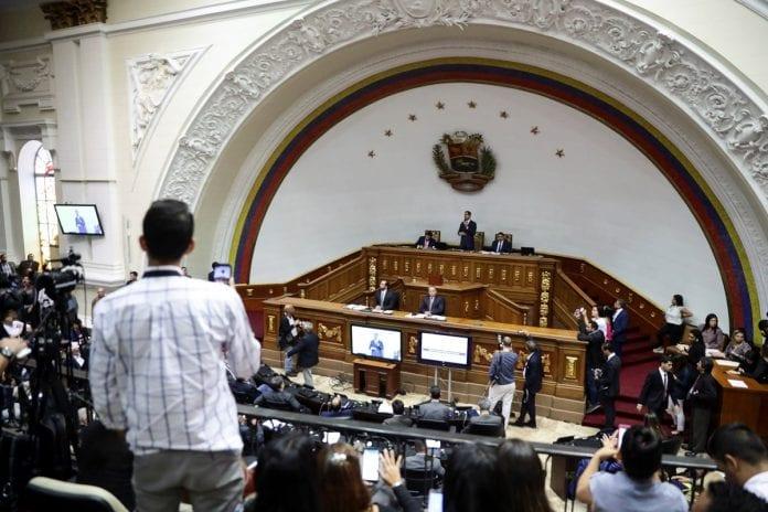 Diputados a la Asamblea Nacional, reincorporación de la bancada chavista, operación Maletín Verde, protestas
