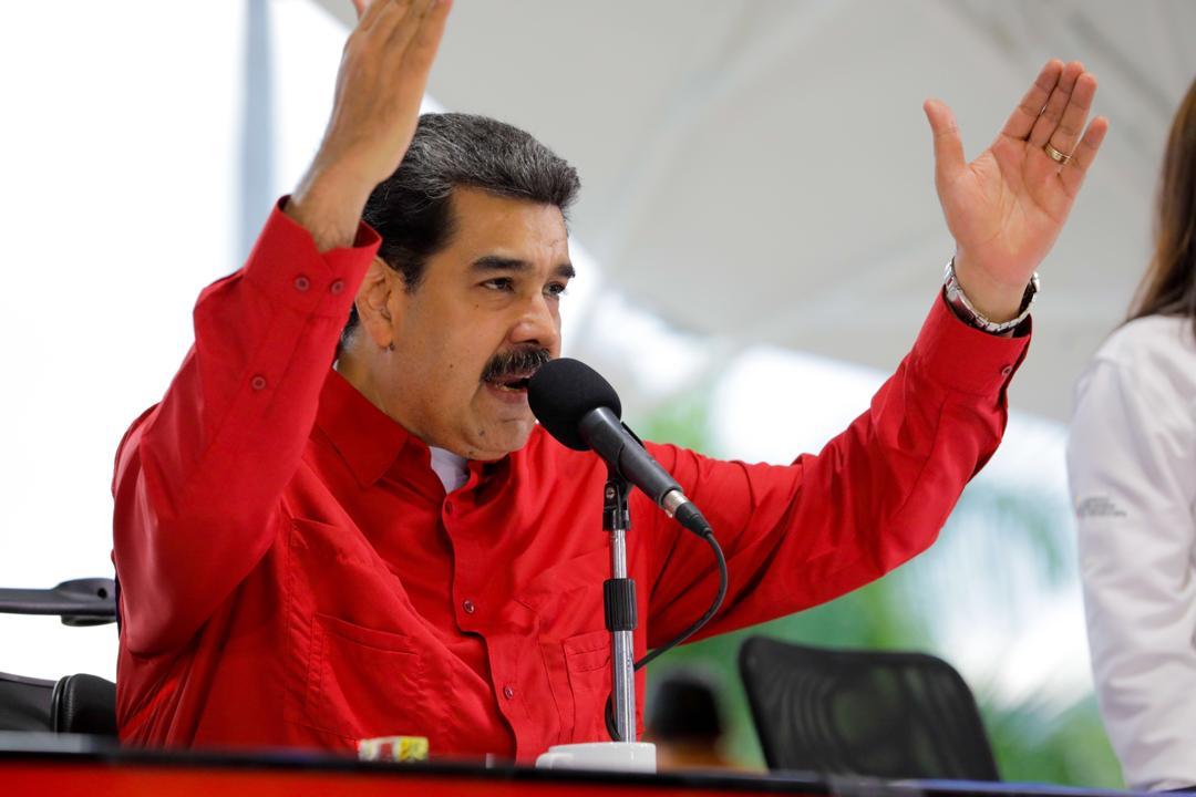 Maduro pidió a obreros consolidar cuerpos de combatientes para defender al país