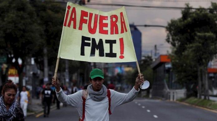 ecuatorianos toque de queda