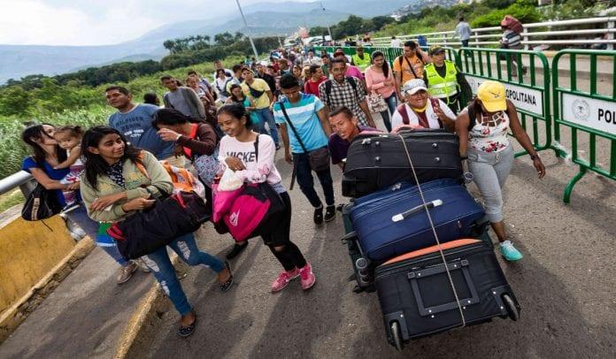 CEOFANB - Venezuela un estado fallido ? - Página 38 Migraci%C3%B3n-venezolana_-Semana.com_-696x406