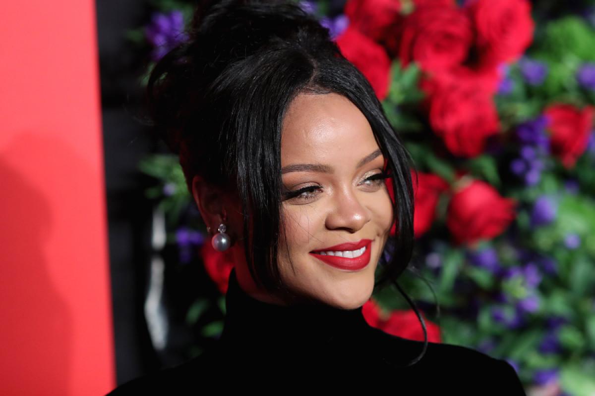 Rihanna anunció publicación de nuevo libro sobre su vida