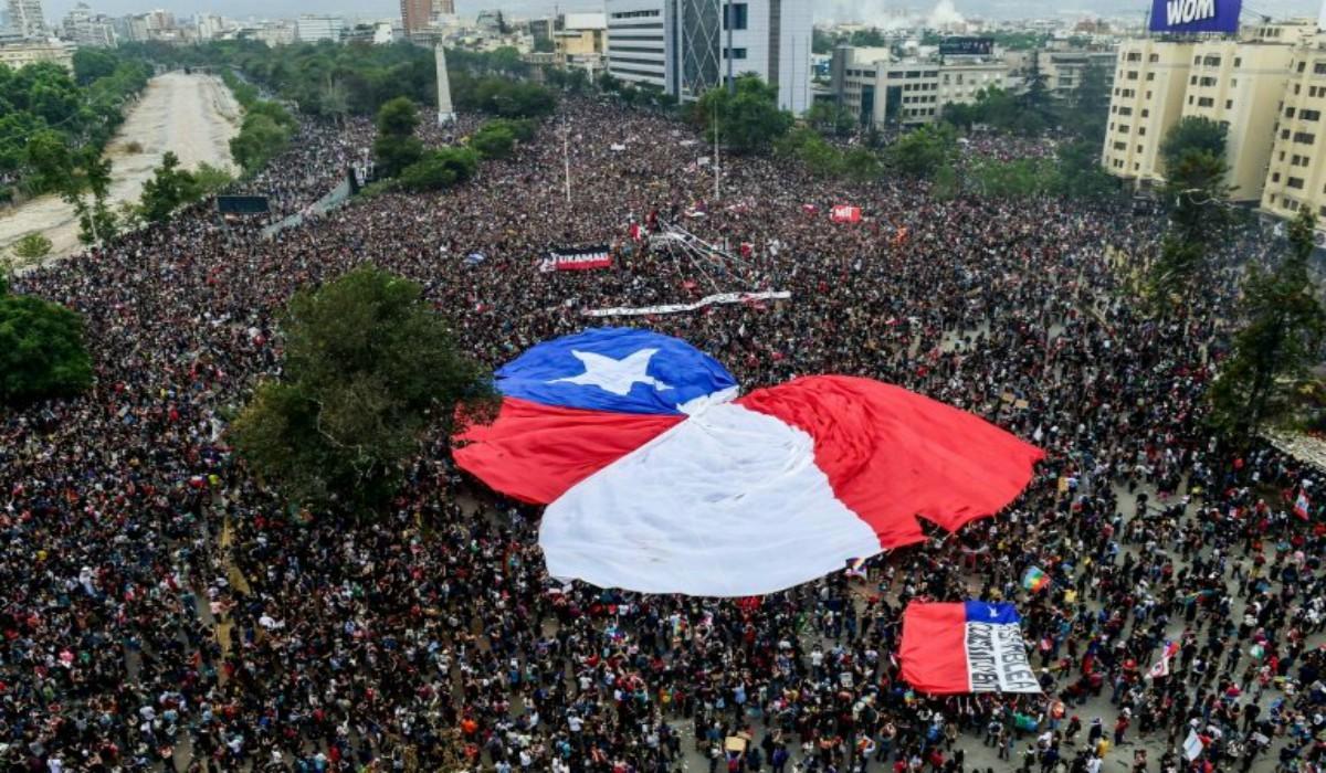 Piñera activa consultas para una nueva Constitución — Giro en Chile
