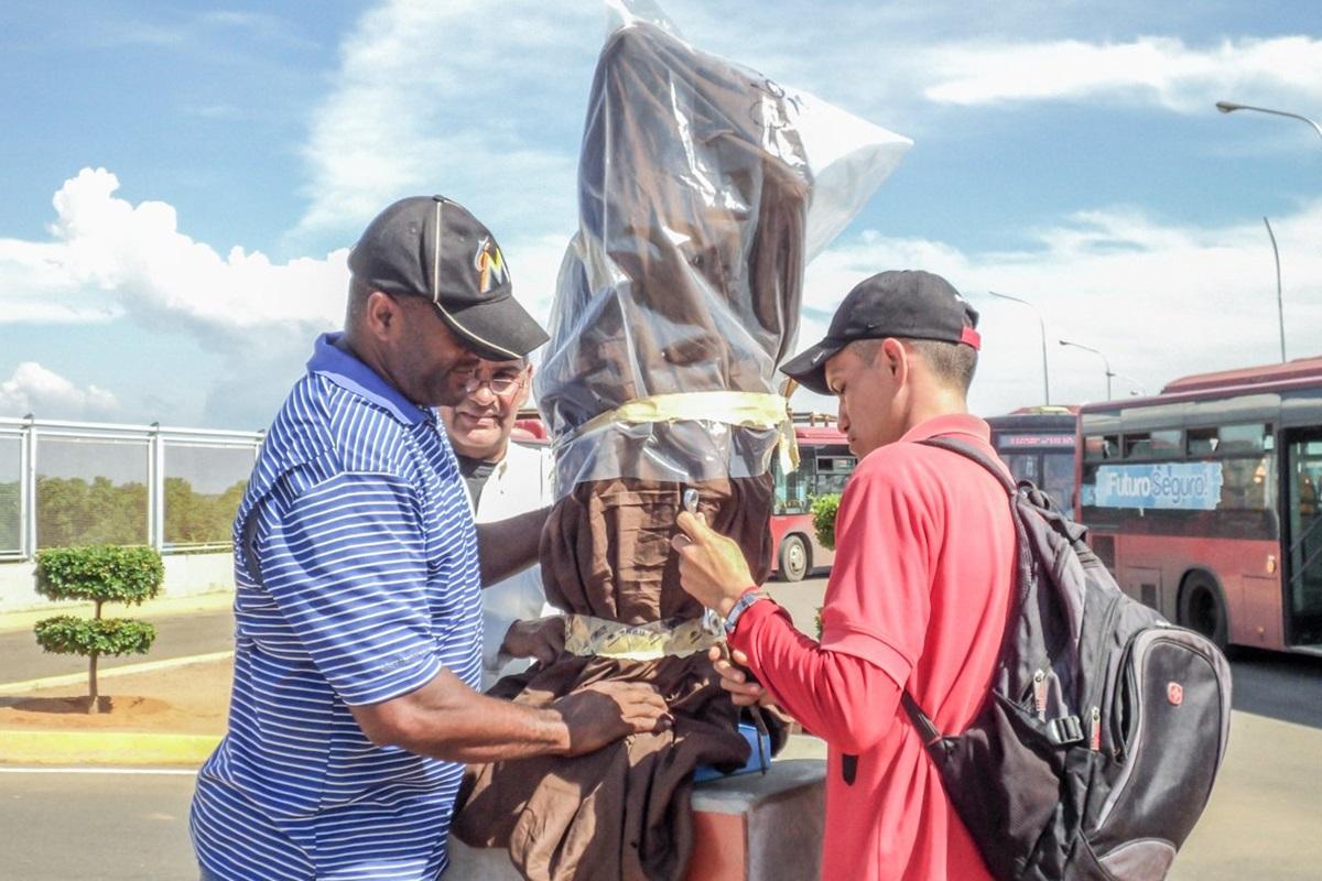 Estatua de la virgen MetrodeMaracaibo