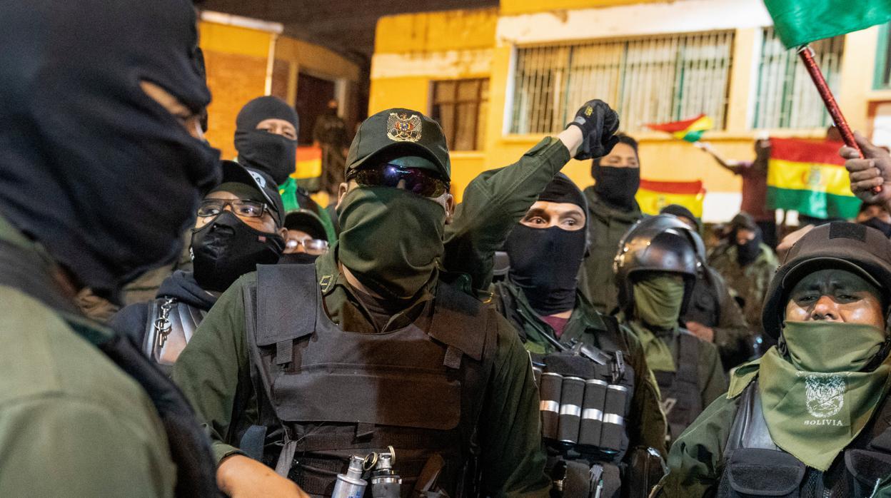 Policía de Bolivia se amotina en tres ciudades contra Evo Morales