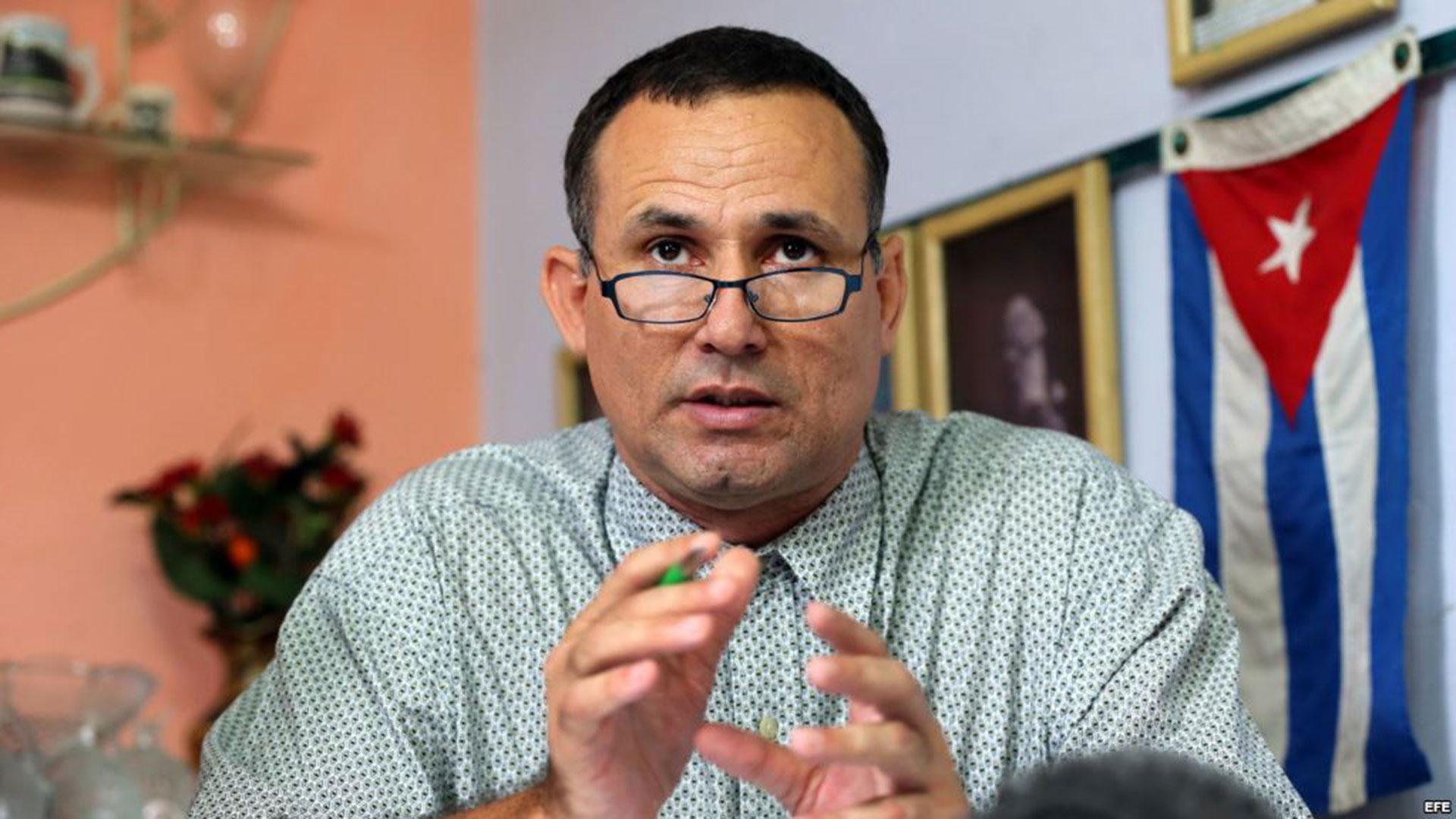 El disidente cubano José D. Ferrer cumplirá detención domiciliaria