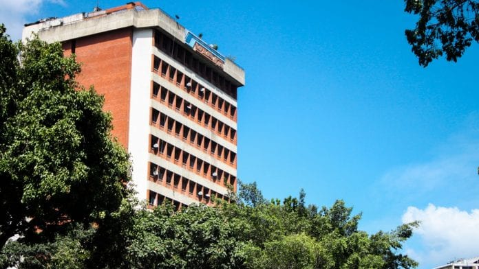 La estructura perteneció a la línea aérea de Venezuela y que tras su liquidación la convirtieron de manera forzosa en un edificio de residencias