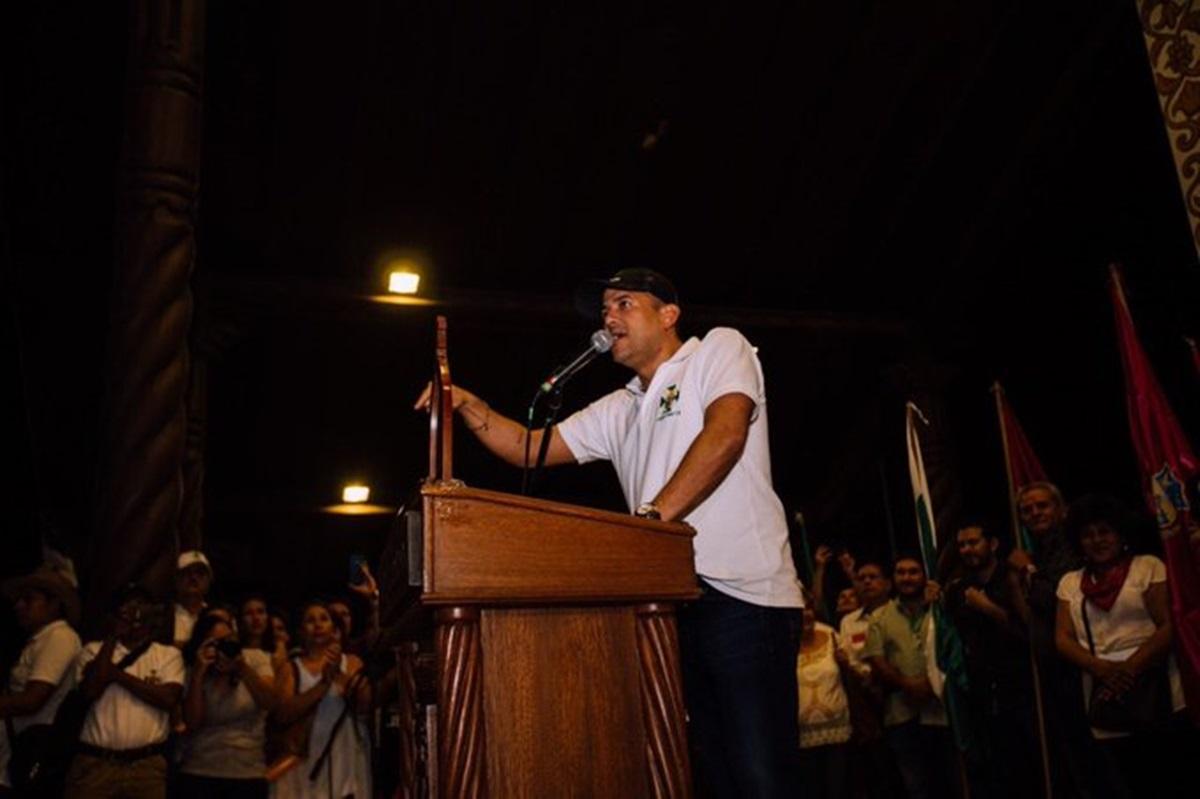Simpatizantes de Evo Morales retienen a un líder opositor en La Paz