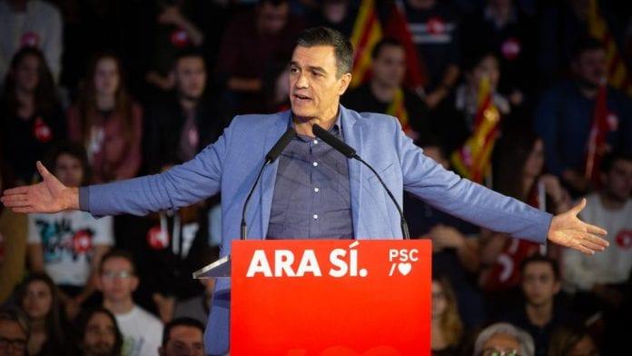 El presidente del gobierno en funciones y candidato a la presidencia por el PSOE, Pedro Sánchez, durante el acto de cierre de campaña en Barcelona