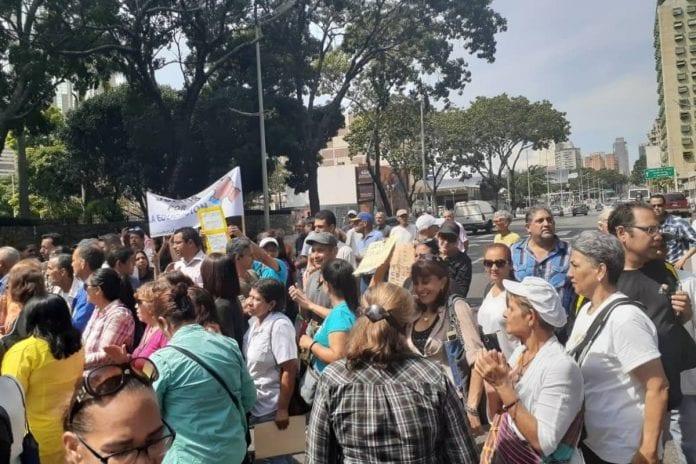 Protesta de docentes, enfermeras y jubilados