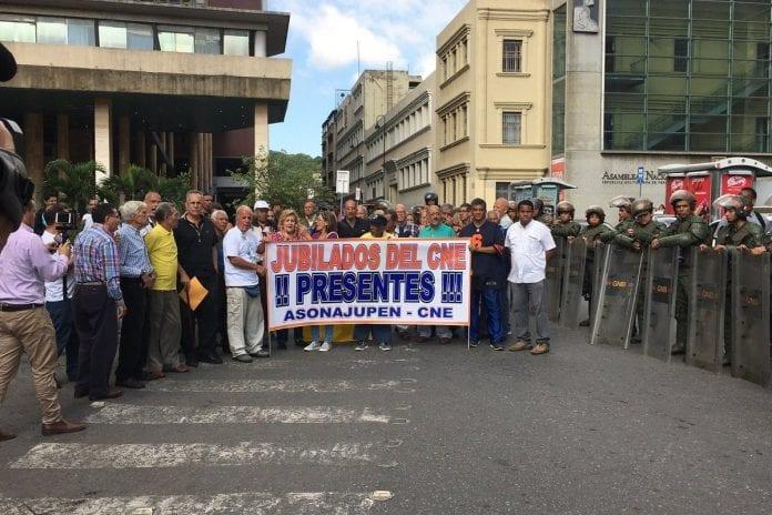 Protesta de jubilados del CNE