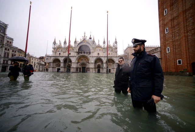 Venecia cierra plaza San Marcos por inundación
