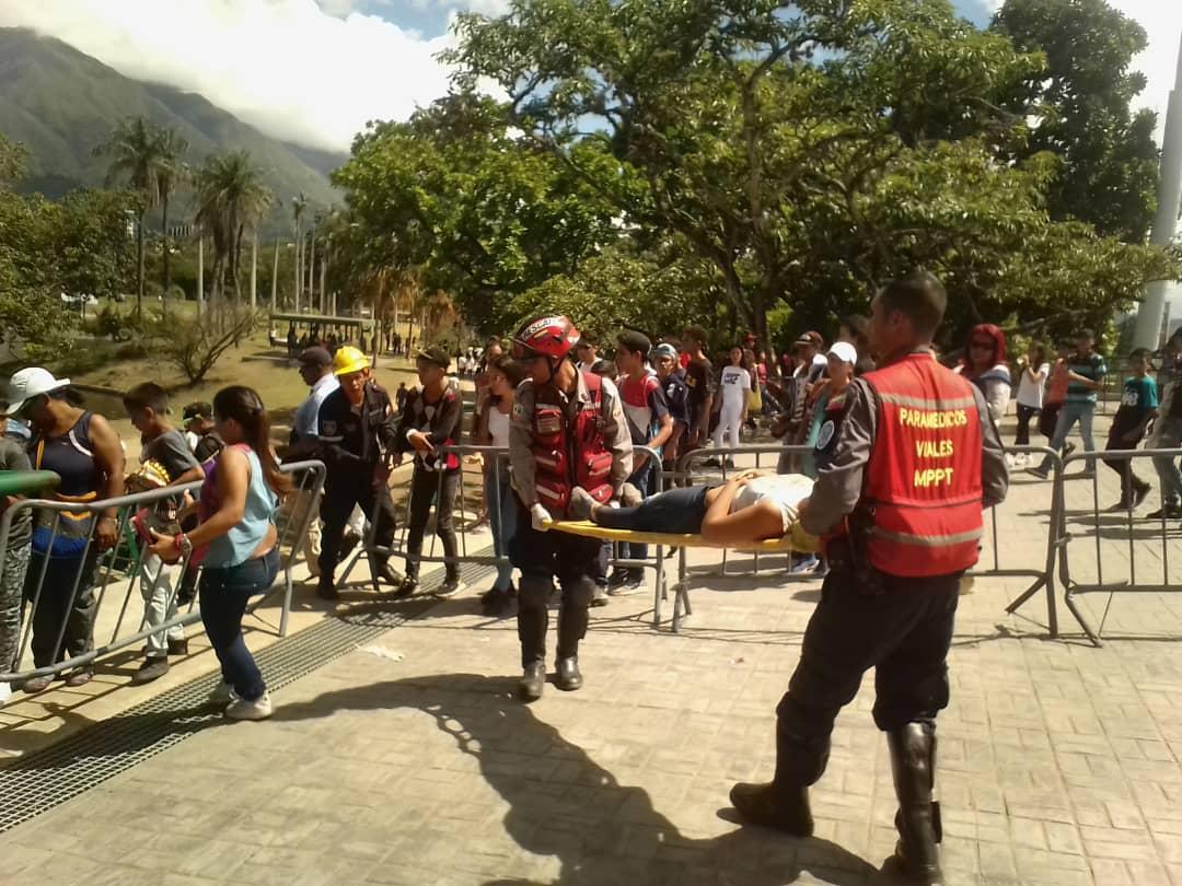 Tres jóvenes mueren por estampida tras fallido concierto gratuito en Caracas — Venezuela