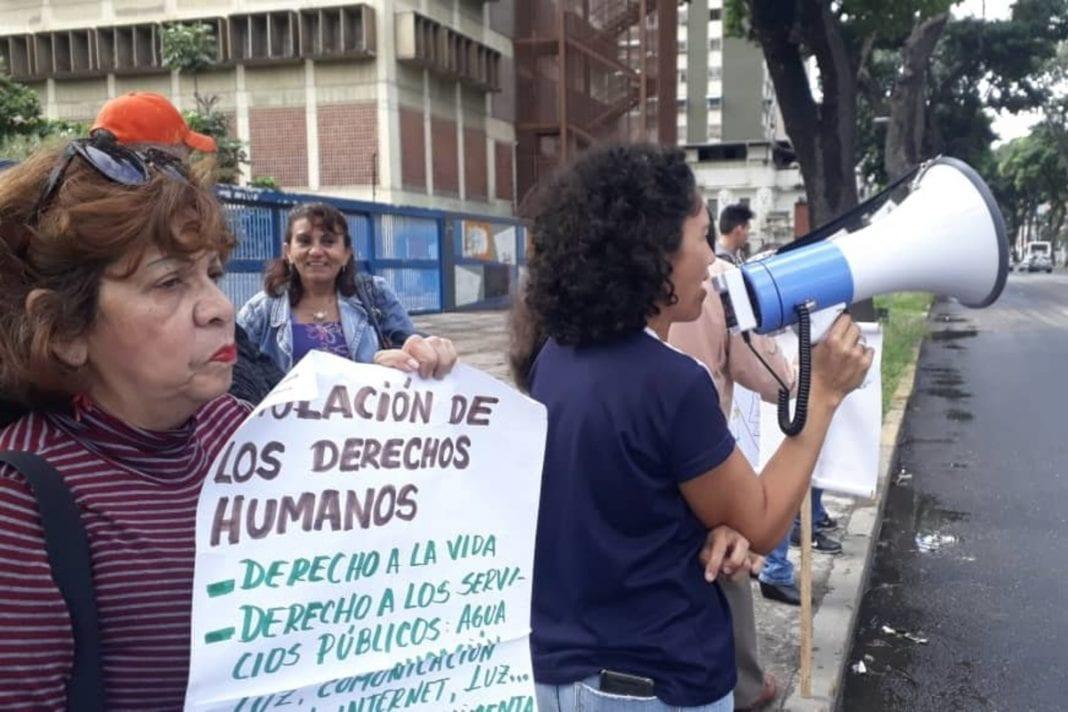 Profesores universitarios protestaron