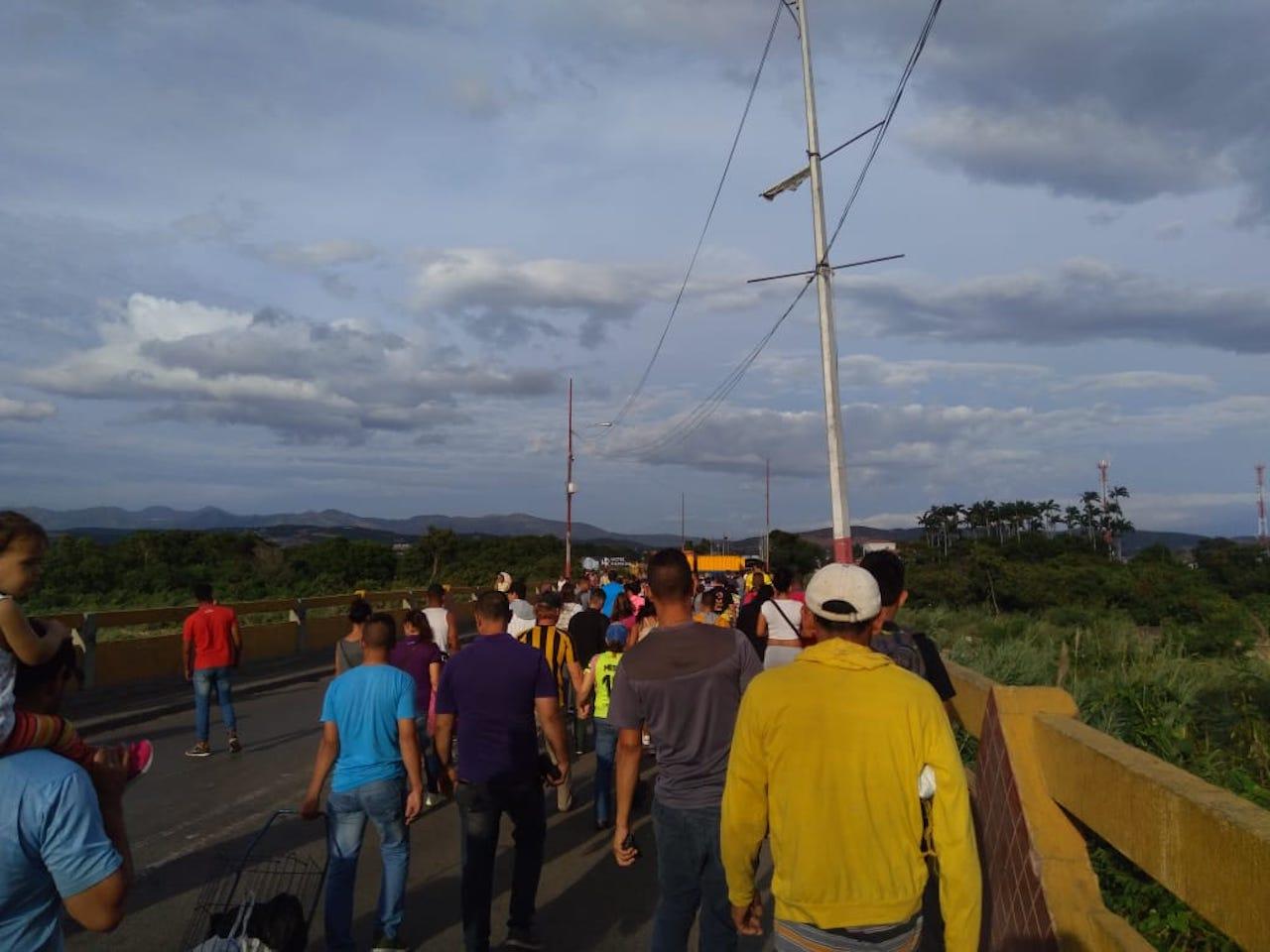 200 mil personas cruzaron frontera colombo-venezolana en tres días
