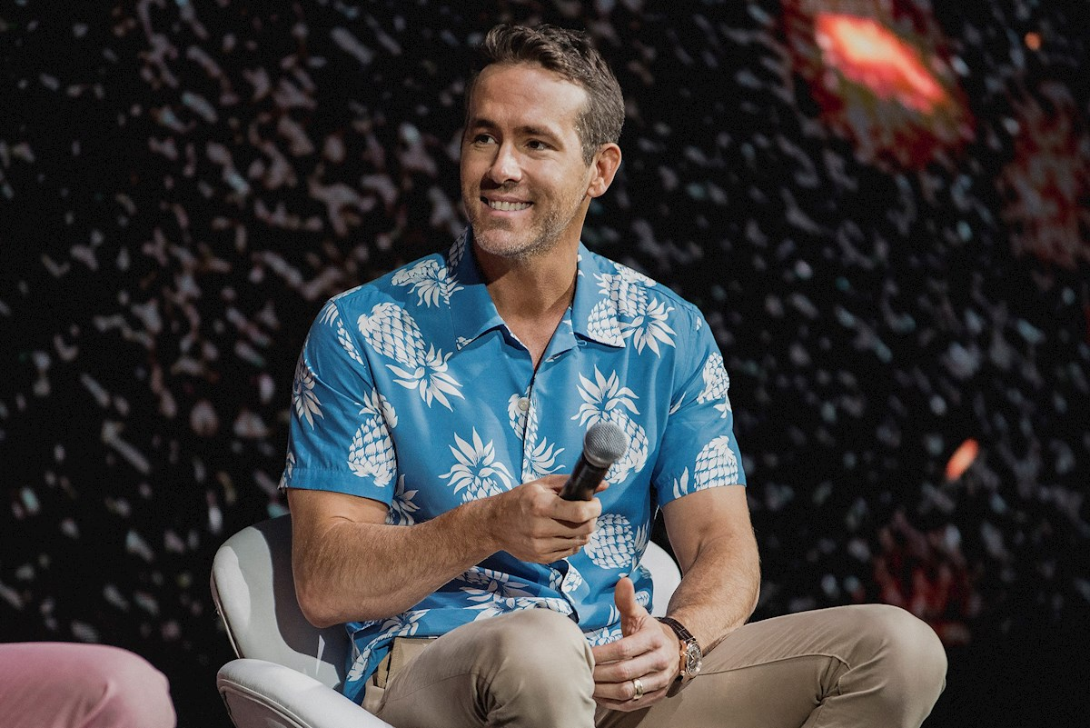 Ryan Reynolds y Álvaro Morte — Crossover nivel