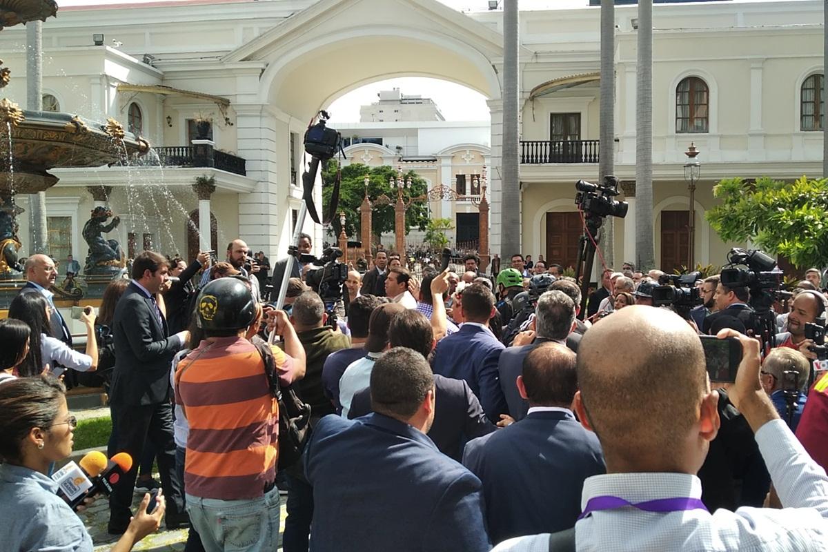 Ingreso de Juan Guaidó y diputados a la Asamblea Nacional