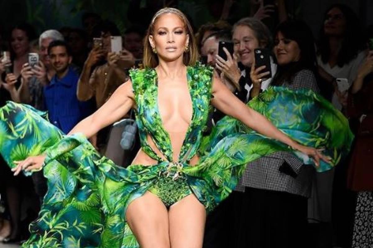 Jennifer López anunció que será la nueva imagen de Versace (+FOTOS)
