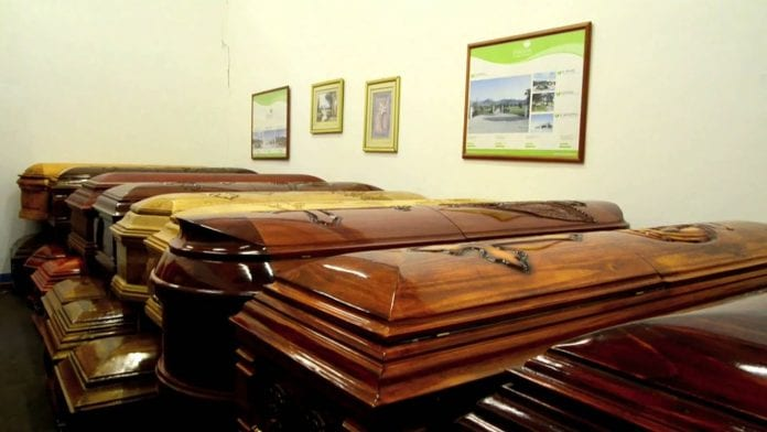 Se necesitarán 200 dólares para costear un plan básico de servicio funerario