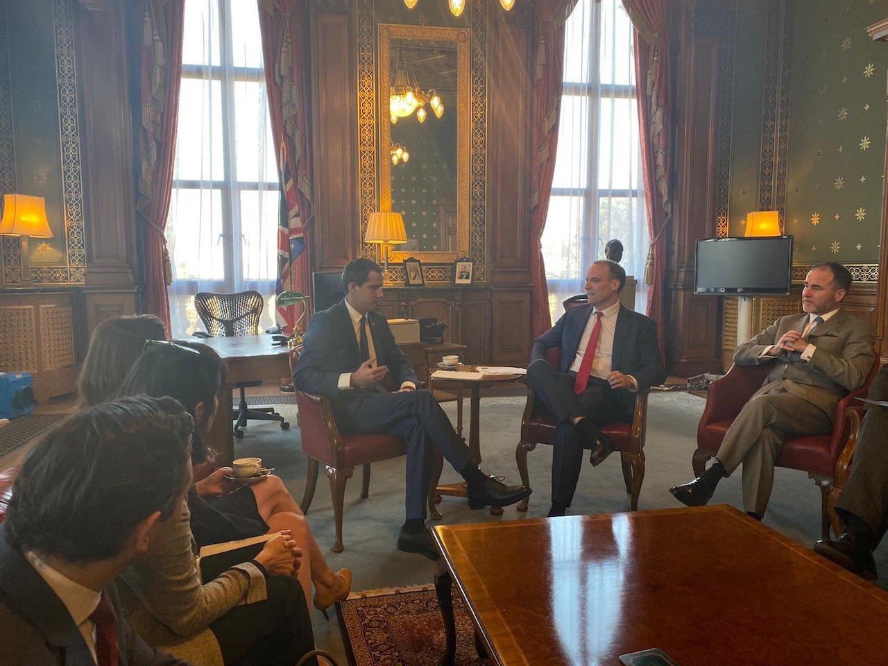 Visita de Juan Guaidó al Reino Unido genera protestas en Londres