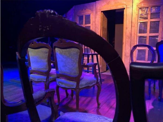 Las sillas obra teatral
