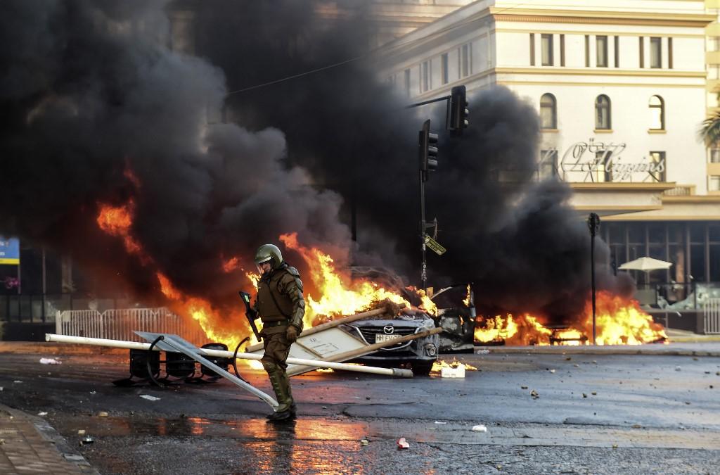Viña del Mar: 8 vehículos incendiados y 30 locales comerciales saqueados 2