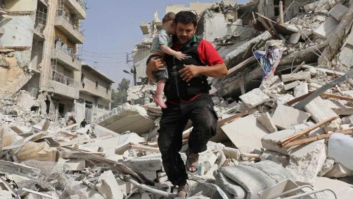Padre e hija que jugaban a reírse de las explosiones de las bombas lograron huir de la guerra en Siria
