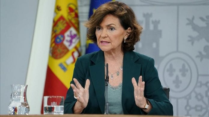 La vicepresidenta española dio positivo por coronavirus