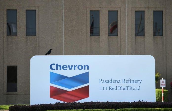 Refinería Chevron, licencia
