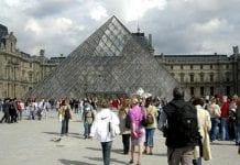 Louvre coronavirus