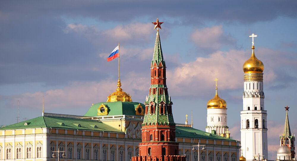 Baja precio de petróleo tras postergar reunión entre Rusia y Arabia