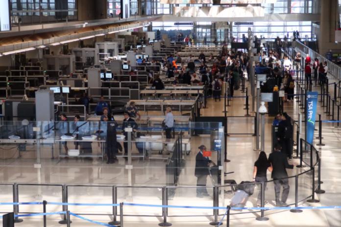 vuelos: ¿Qué tan seguro es viajar en avión durante la pandemia?