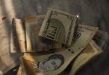 Crisis economica, bolivares, dolares, inflación abril