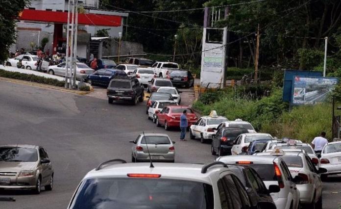 Conductores de El Junquito se enfrentaron a la GNB exigiendo el suministro de gasolina