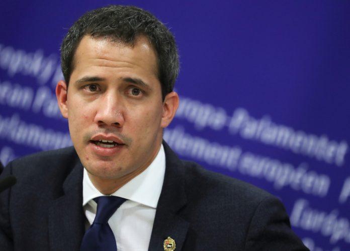 Juan Guaidó aseguró que la señal de Directv se puede restituir desde otro país