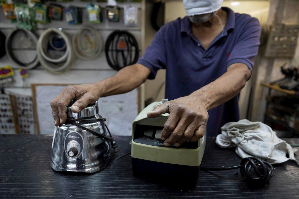 Crisis económica obliga a comerciantes a reabrir sus negocios en secreto pese al covid-19 2