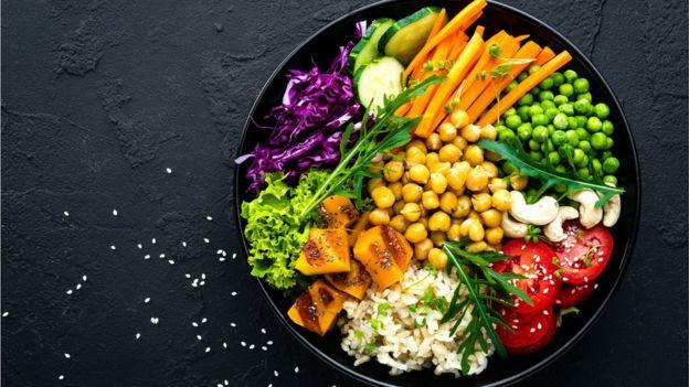 Consumo de carne: ¿es natural que los humanos la incluyamos en nuestra dieta? 113236116_gettyimages-1047798504