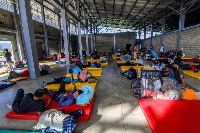 Retornados venezolanos aislados por el covid-19 en la frontera denuncian que son víctimas de robos, prostitución y hambre