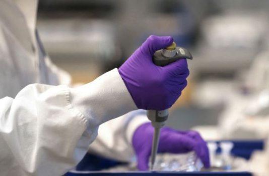 J&J espera producir 1.000 millones de dosis de posible vacuna contra covid-19 para 2021