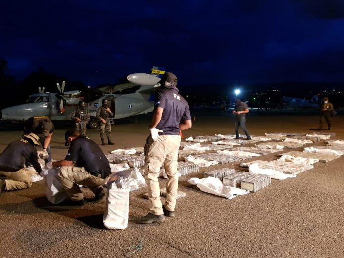 Un avión interceptado por militares en Honduras cargado de cocaína partió desde Venezuela