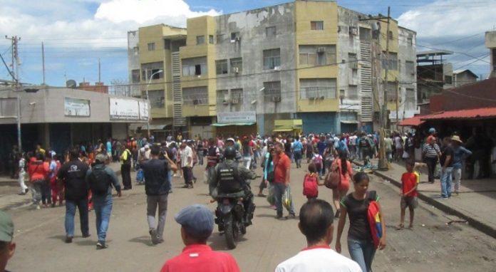 Tres detenidos y un comercio afectado en protestas del mercado de Puerto La Cruz