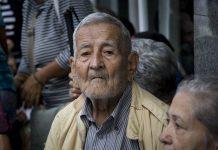 pensionados bono de guerra económica entregado por el régimen