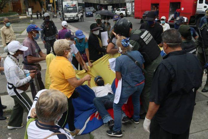 Protesta por pensión en la plaza de La Moneda