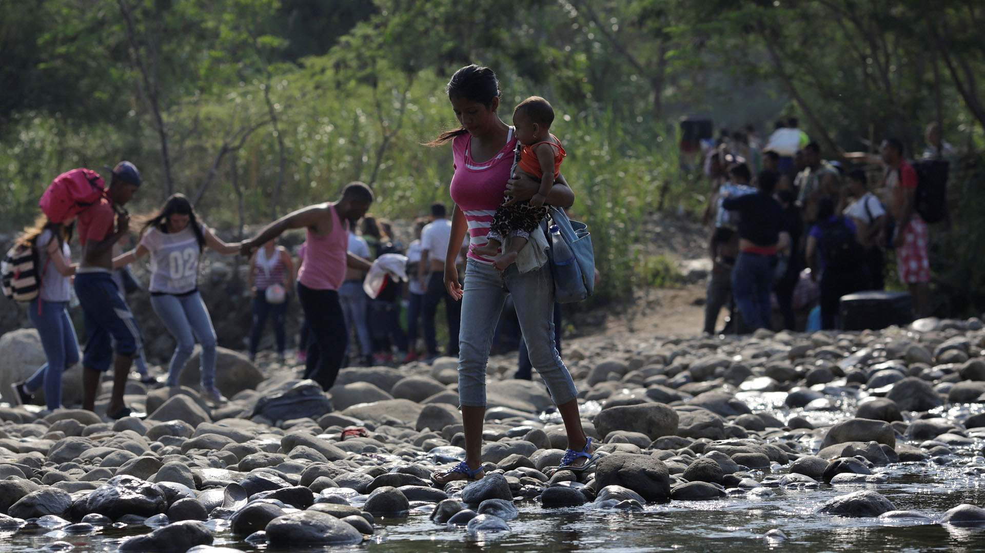 Vienen de pasar ronchar a contaminar al país — Maduro a trocheros
